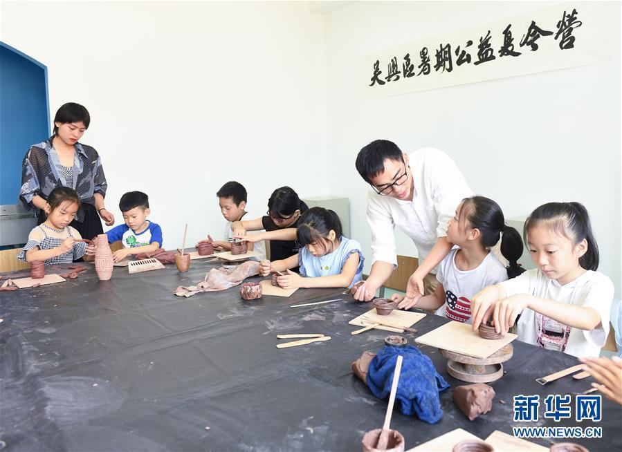 """(新華全媒頭條·圖文互動)(4)""""美麗的中國夢屬于你們""""——以習近平同志為核心的黨中央關心少年兒童工作紀實"""