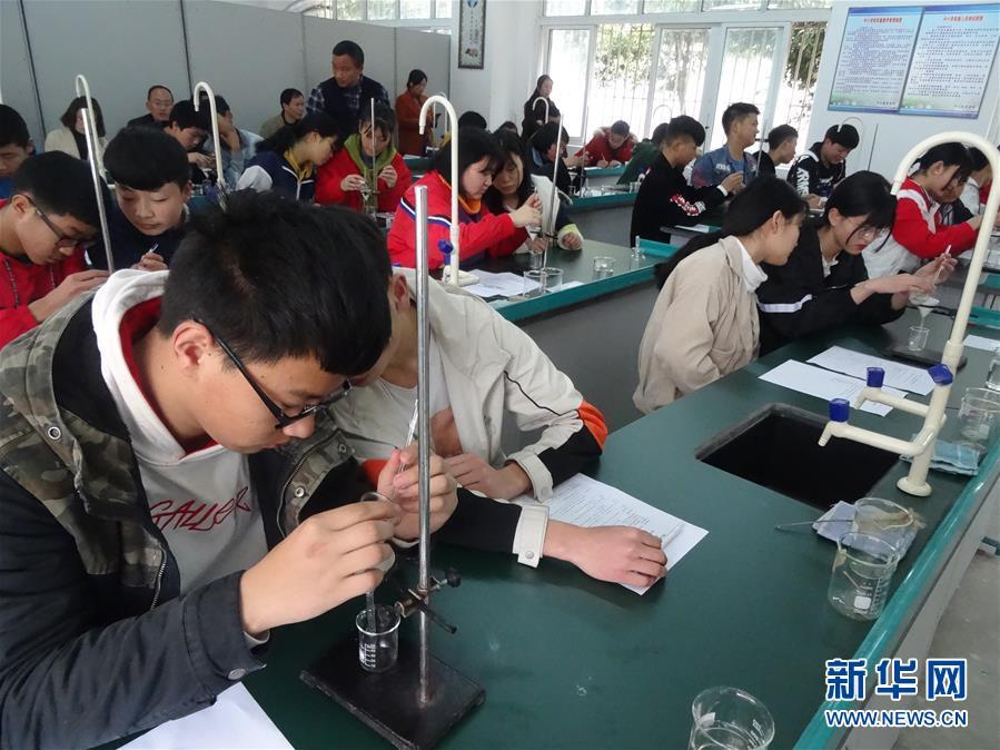 """(新華全媒頭條·圖文互動)(5)""""美麗的中國夢屬于你們""""——以習近平同志為核心的黨中央關心少年兒童工作紀實"""