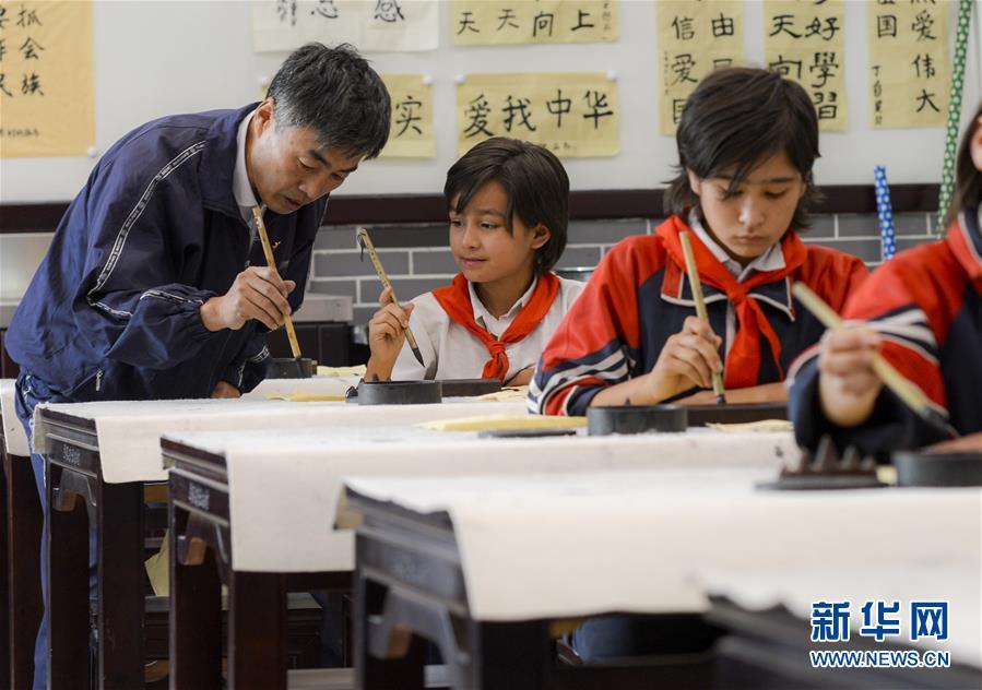 """(新華全媒頭條·圖文互動)(10)""""美麗的中國夢屬于你們""""——以習近平同志為核心的黨中央關心少年兒童工作紀實"""