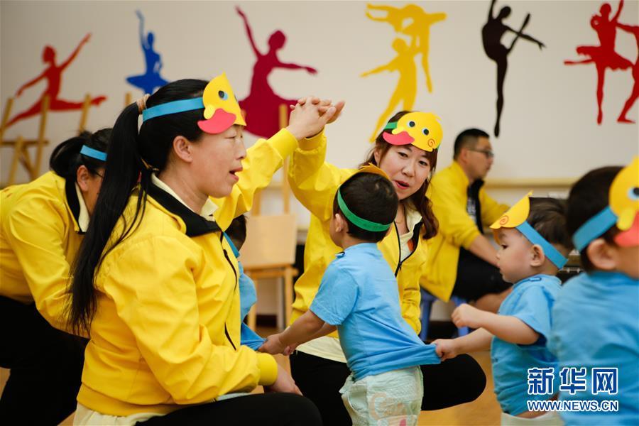 """(新華全媒頭條·圖文互動)(14)""""美麗的中國夢屬于你們""""——以習近平同志為核心的黨中央關心少年兒童工作紀實"""
