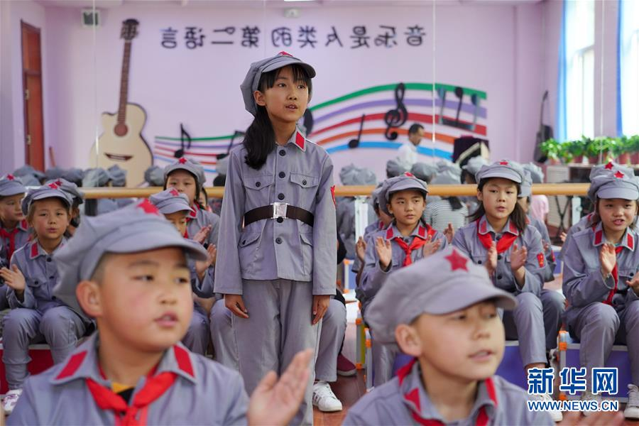 """(新華全媒頭條·圖文互動)(7)""""美麗的中國夢屬于你們""""——以習近平同志為核心的黨中央關心少年兒童工作紀實"""