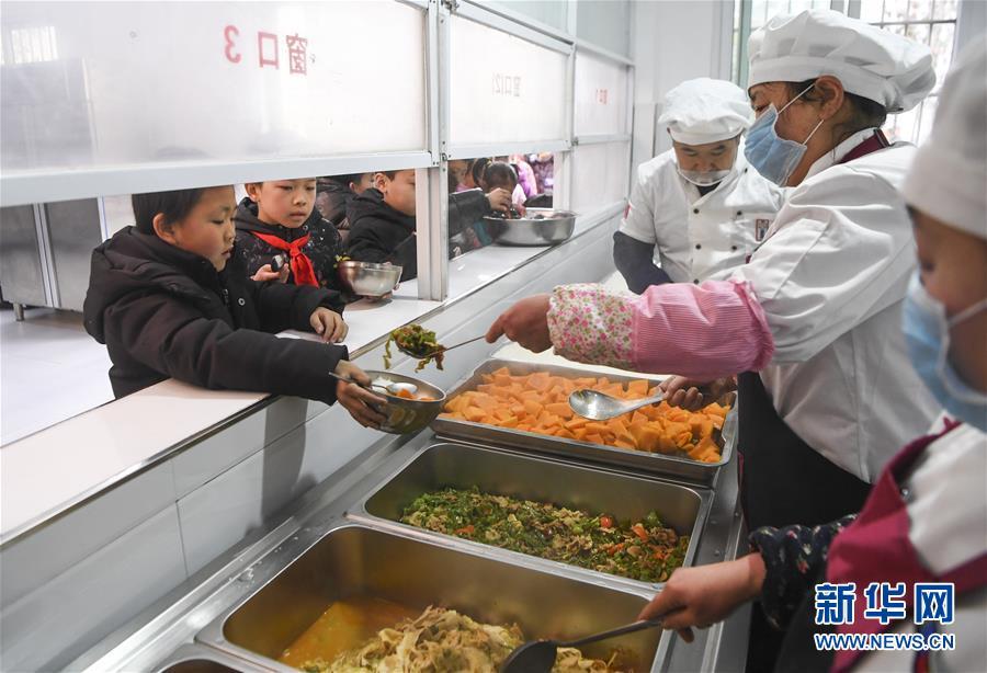 """(新華全媒頭條·圖文互動)(6)""""美麗的中國夢屬于你們""""——以習近平同志為核心的黨中央關心少年兒童工作紀實"""