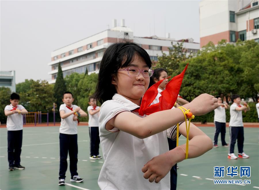 """(新華全媒頭條·圖文互動)(19)""""美麗的中國夢屬于你們""""——以習近平同志為核心的黨中央關心少年兒童工作紀實"""