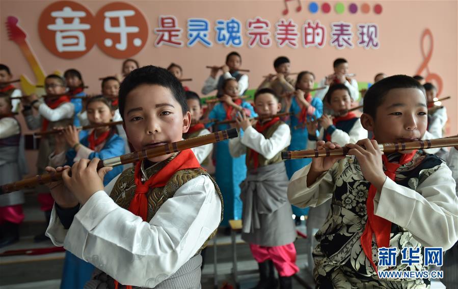 """(新華全媒頭條·圖文互動)(20)""""美麗的中國夢屬于你們""""——以習近平同志為核心的黨中央關心少年兒童工作紀實"""