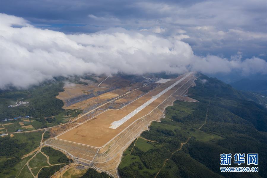 (社會)(1)重慶仙女山機場正式開始校飛