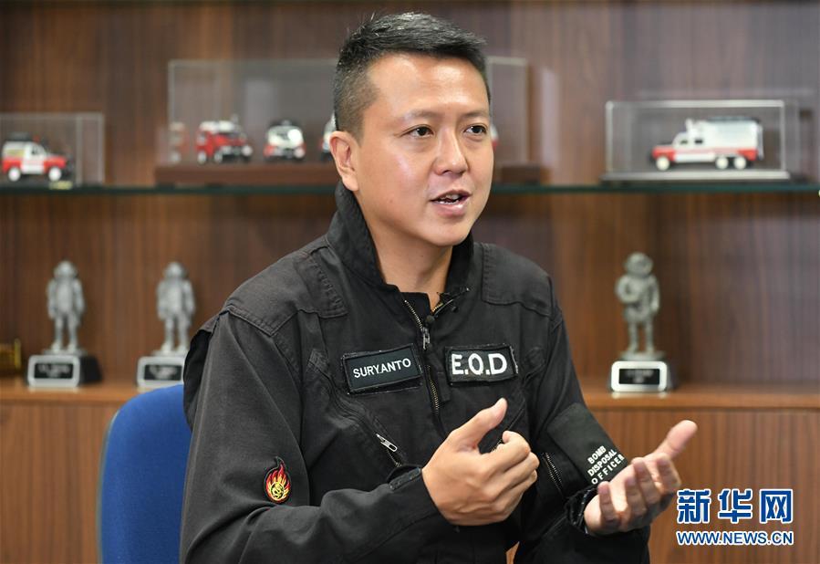 (港澳臺·香港故事·圖文互動)(1)用手觸摸二戰炸彈的人——訪香港警方拆彈專家
