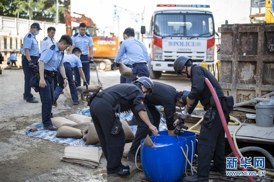 (港澳臺·香港故事·圖文互動)(5)用手觸摸二戰炸彈的人——訪香港警方拆彈專家