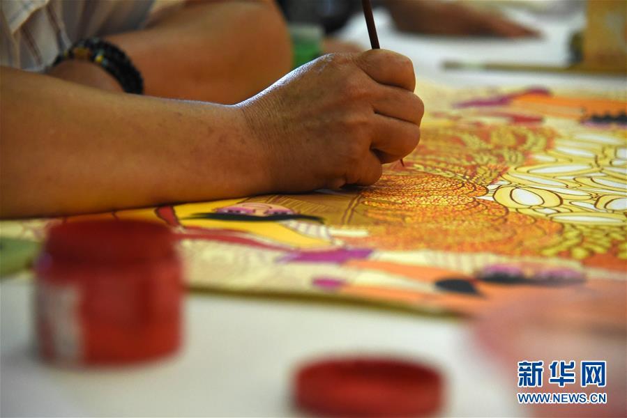 (走向我們的小康生活·圖文互動)(2)放下鋤頭拿畫筆——山東青州農民畫繪出美好新生活