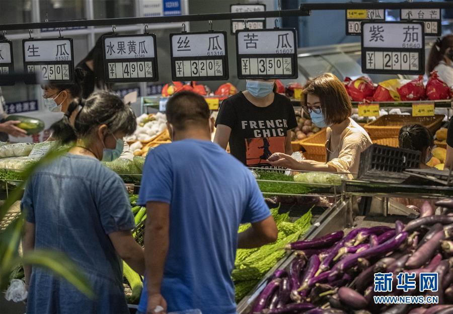 """(热点鲜报·图文互动)(2)网传云南瑞丽""""全城买菜、超市搬空""""?谣言!"""