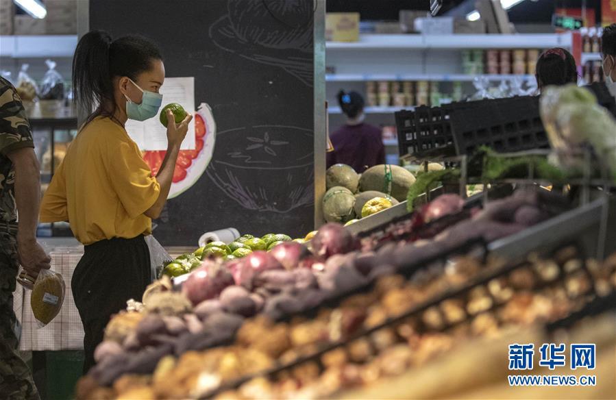 """(热点鲜报·图文互动)(3)网传云南瑞丽""""全城买菜、超市搬空""""?谣言!"""