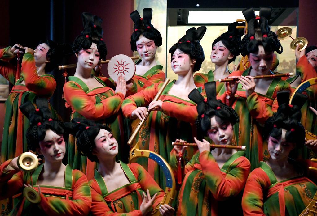 """聚焦传统文化""""破圈""""创新探索:水下洛神舞惊鸿 唐宫夜宴曲绕梁"""