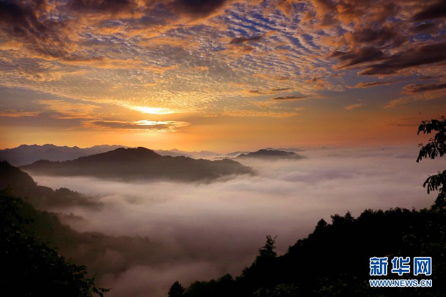 5月24日,安徽省齐云山风景区现日出云海美景.
