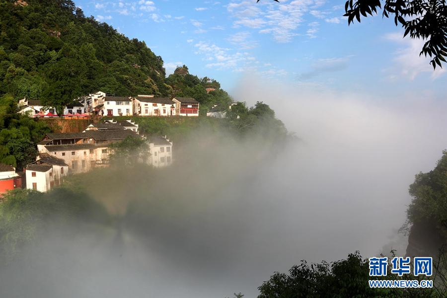 2018年6月1日,在安徽齐云山风景区拍摄的云海景观.