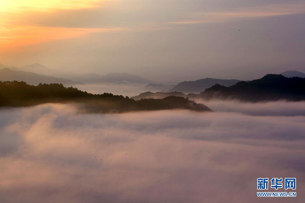 6月7日,在安徽齐云山风景区拍摄的壮美云海.