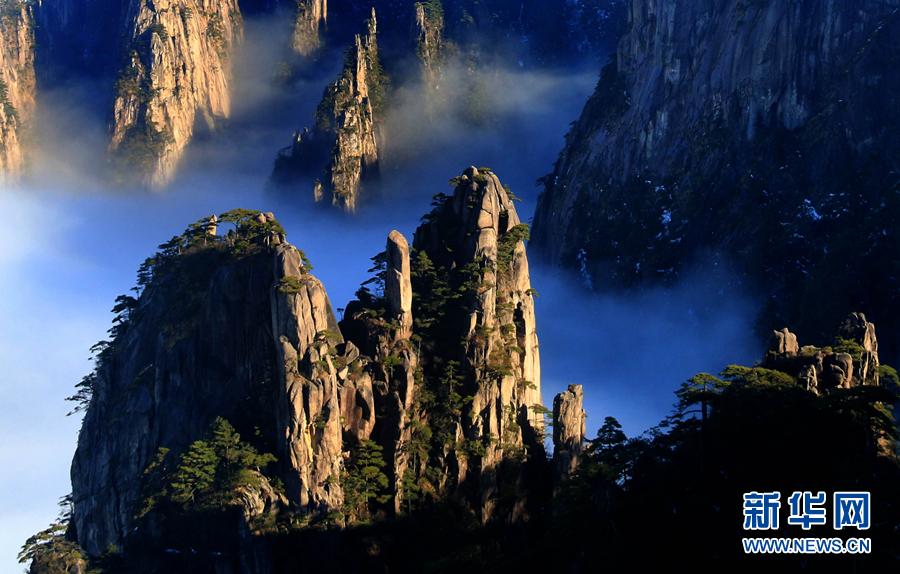 12月20日,在安徽黄山风景区拍摄的雨后壮观云海.