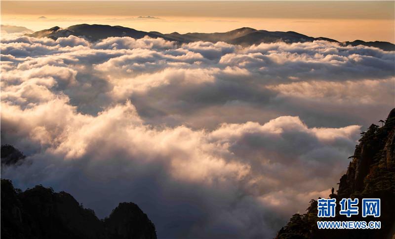 10月2日,安徽省黄山风景区壮丽云海景观.