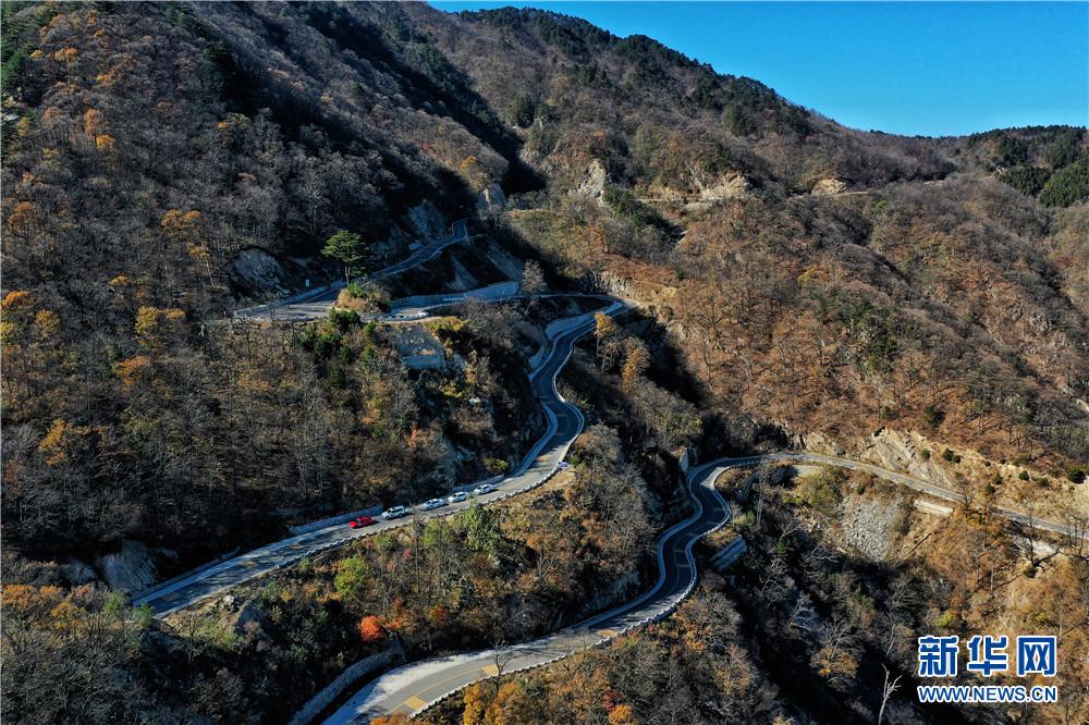 11月15日,航拍位于安徽省六安市金寨县马丁公路沿途美景.