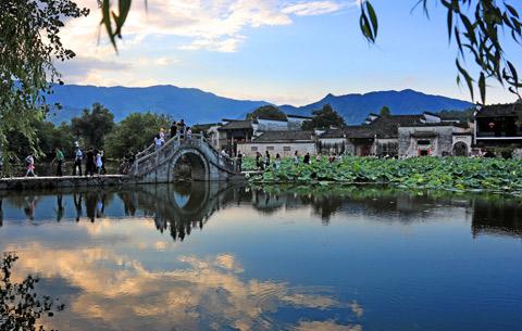 安徽黃山:夏日宏村景宜人