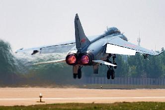"""""""飛豹""""起飛三連拍 跟著戰機心飛翔"""