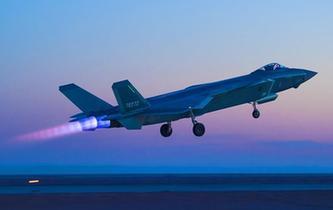 空軍首支殲-20部隊開展多型新機編隊協同戰術訓練