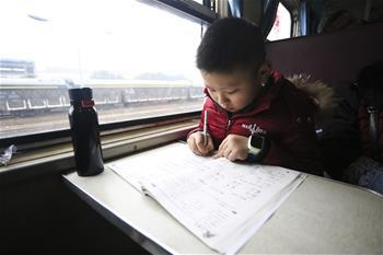 """""""慢""""火車上的春運時光"""