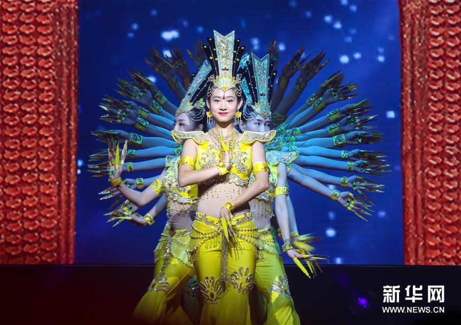 (文化)(1)中國殘疾人藝術團公益慰問演出獻藝寧夏西吉