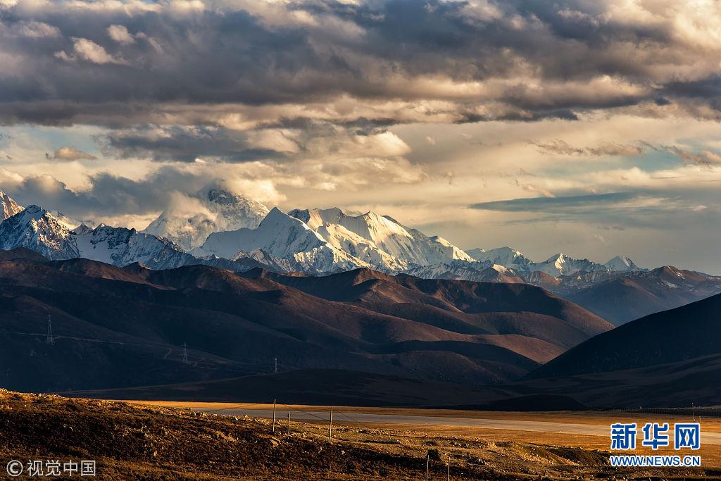 四川省甘孜藏族自治州,川西高原,新都桥贡嘎雪山风光.