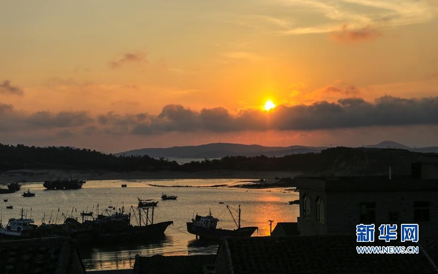 平潭国际旅游岛独特的海岛风情赢得了许多外宾的赞美.