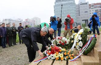中国驻塞尔维亚大使馆悼念邵云环等烈士