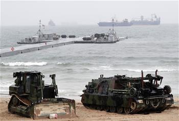 韓美舉行軍需物資兩棲補給演習