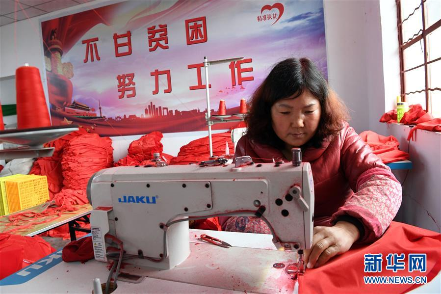 (社会)(1)甘肃庄浪:宫灯扶贫车间让妇女家门口就业