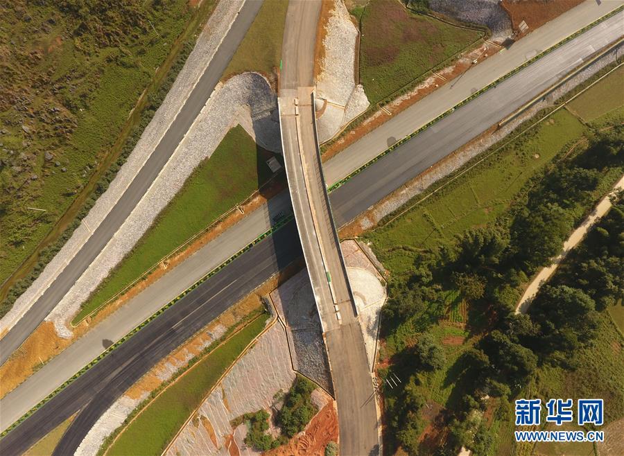 (社会)(2)中越边境靖西至龙邦高速公路预计年底通车
