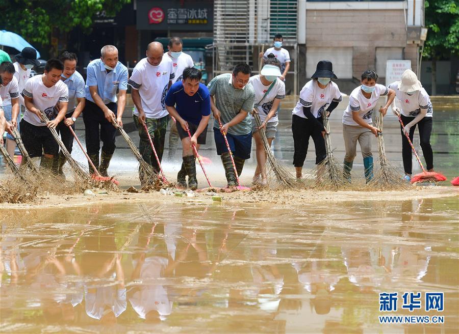(社會)(1)廣西融水:洪水消退清淤忙