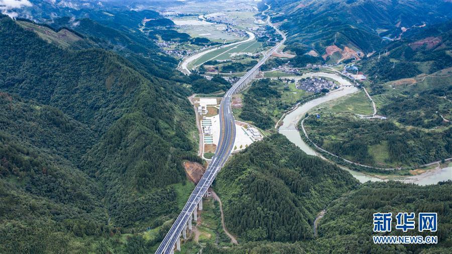 (经济)(1)贵州剑榕高速建成通车