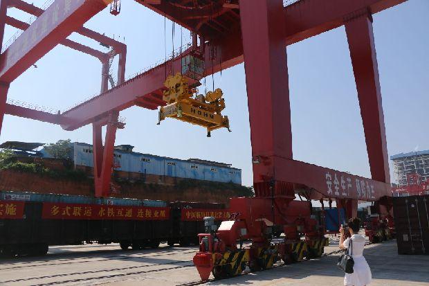 阳逻国际港铁水联运打通最后一公里 比全水运省时1周