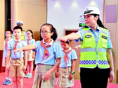 """湖北省近4000名中小学生同上""""开学交通安全第一课"""""""