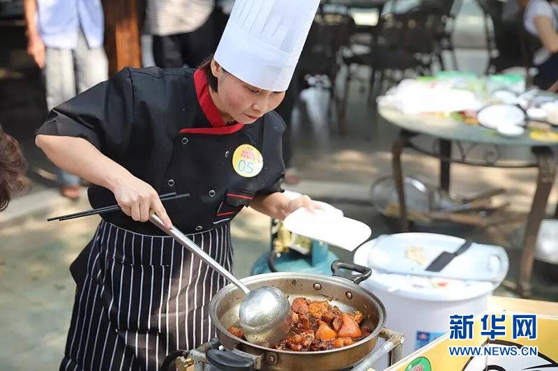 新疆火山口农家美食v农家传厨艺美味秀巾帼厨描述美食海口的形容词图片