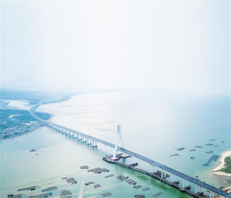 3月18日,海文大桥建成通车.海南日报记者 袁琛 摄