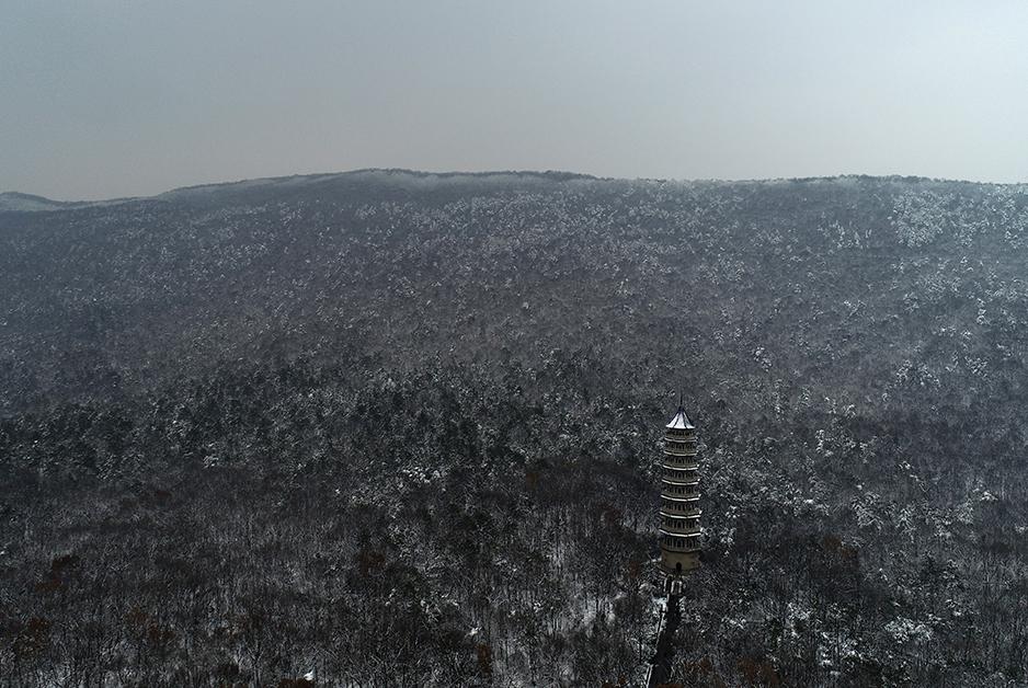 航拍南京雪景 醉美雪後南京城