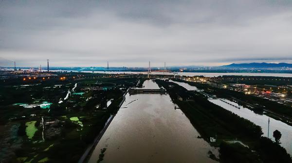 南京秦淮新河入江口超警戒水位