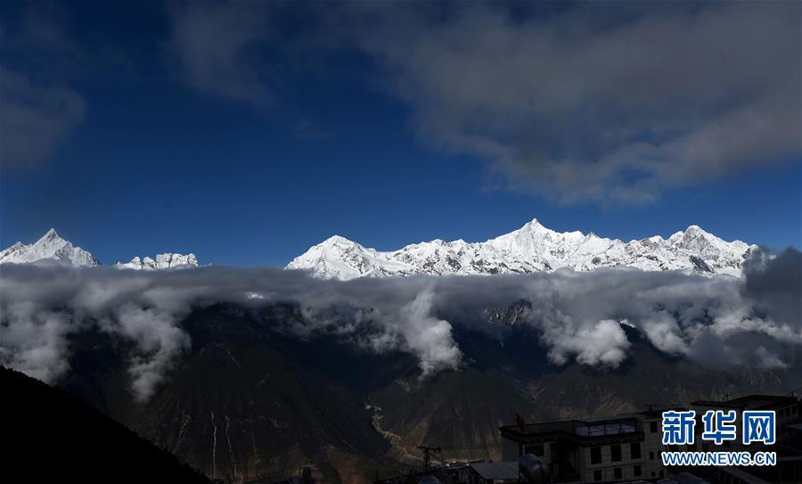 (環境)(2)雲上梅裏雪山
