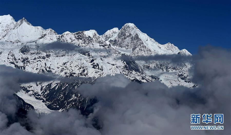 (環境)(3)雲上梅裏雪山