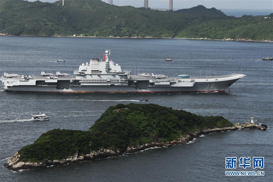 (軍事)(2)海軍航母編隊抵達香港