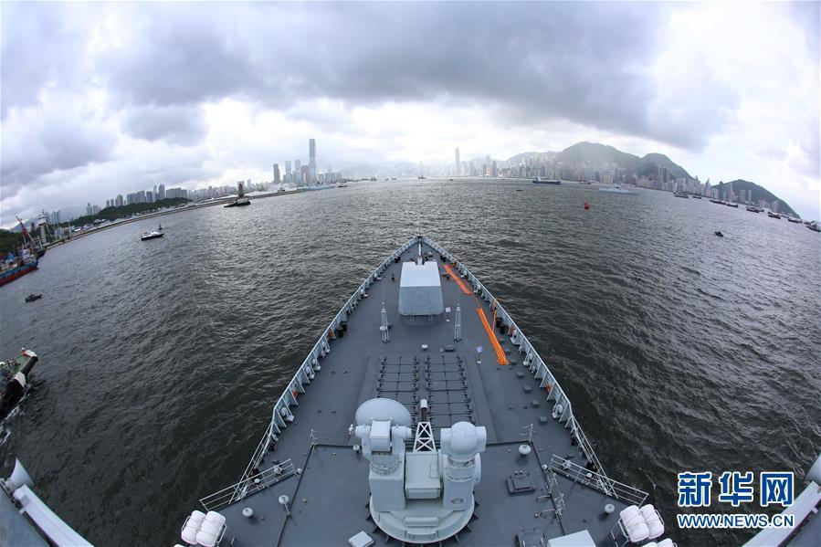 (軍事)(5)海軍航母編隊抵達香港