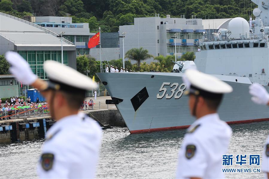 (軍事)(6)海軍航母編隊抵達香港