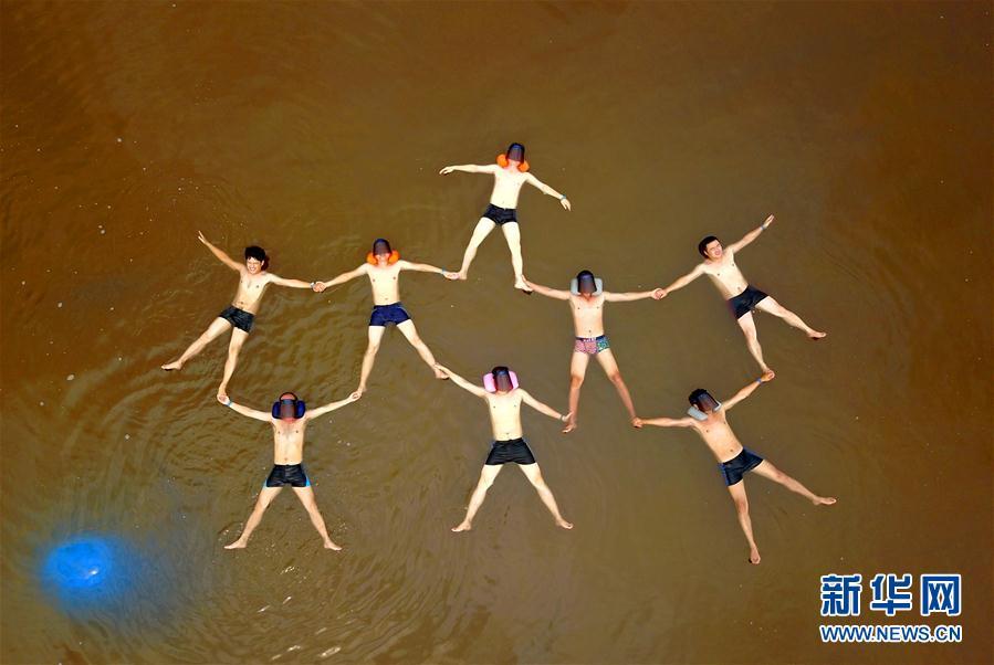 """#(社會)(1)漂浮""""死海"""" 酷玩一""""夏"""""""