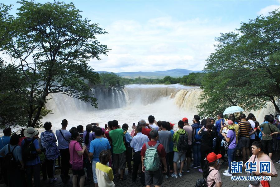 """#(環境)(1)黑龍江鏡泊湖:""""環形飛瀑""""引客來"""