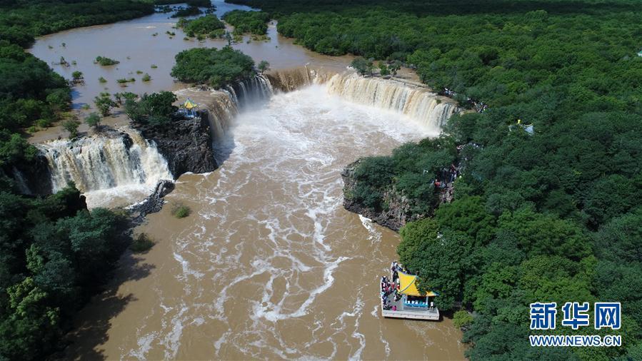 """#(環境)(2)黑龍江鏡泊湖:""""環形飛瀑""""引客來"""