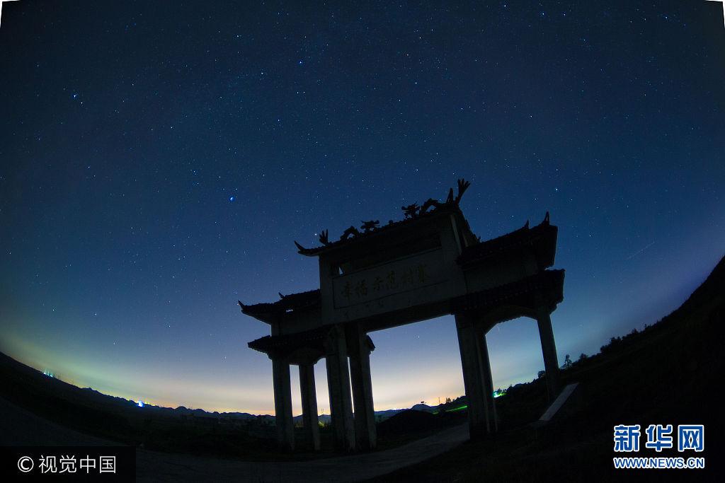 ***_***2017年2017年8 月 20 日淩晨,貴州龍裏縣草原鄉在絢爛星空下承托下非常美麗,銀河圖片記錄了貴州生態之美。