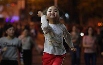 5歲半女孩廣場領舞 已有上百粉絲